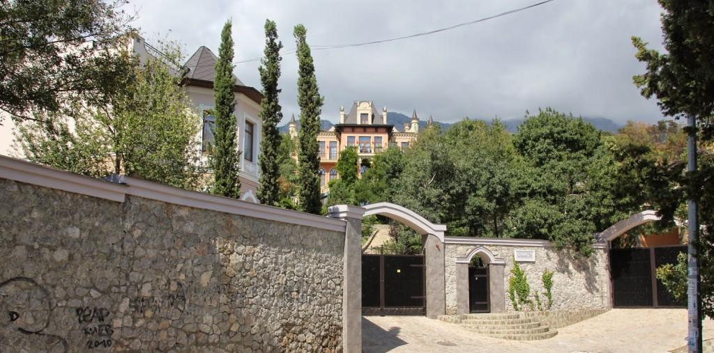 v-simferopole-snosyat-garazhi2